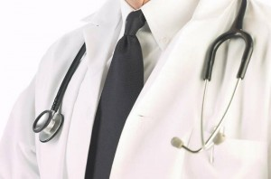 Stethoscope_around_doctor_s_neck_uid(3)